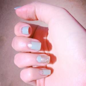 L'effetto finale del french manicure al contrario