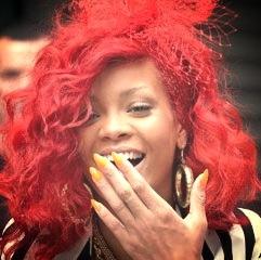 Rihanna e le unghie a punta