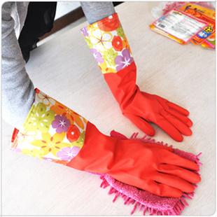Guanti di gomma per proteggere mani e unghie