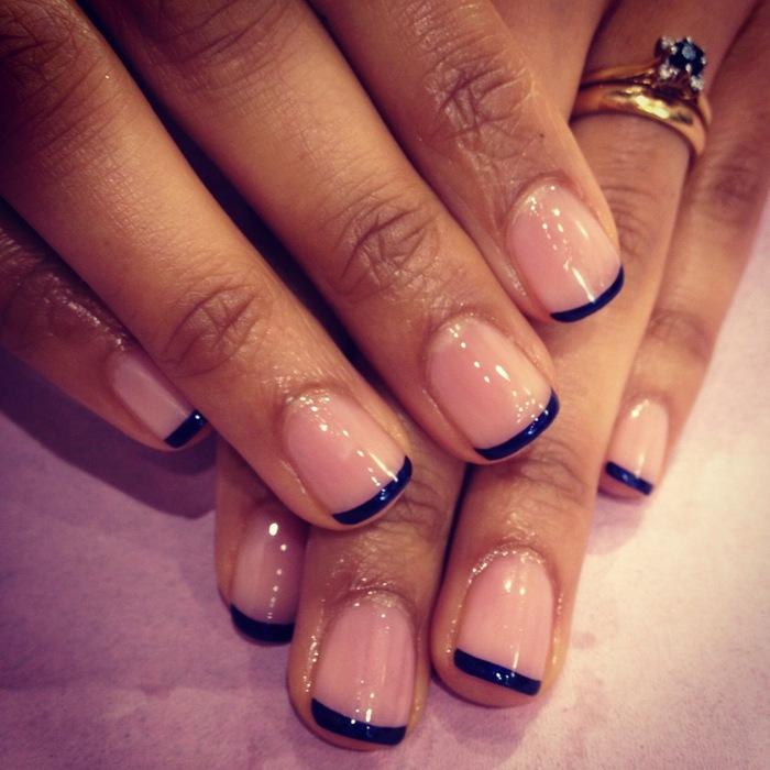 french,manicure,nera Anche chi ha le unghie corte