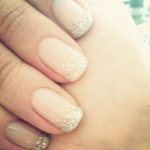 French manicure sfumato con glitter