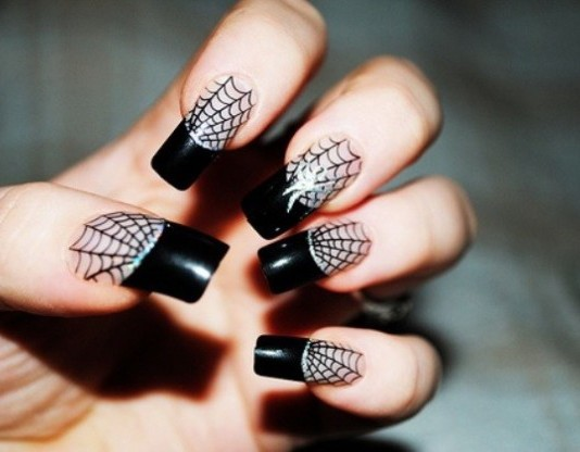 nail art con ragnatele
